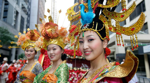 http://newyearseveblog.com/wp-content/uploads/2013/09/singapore-chinese-new-year-lady.jpg