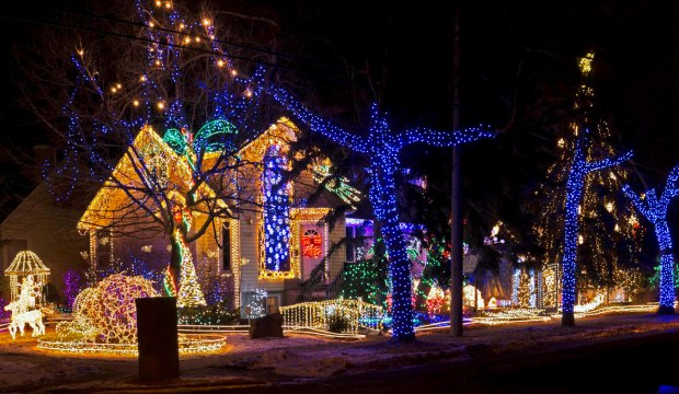 Top 5 Cities in Canada for Christmas Holidays 2017