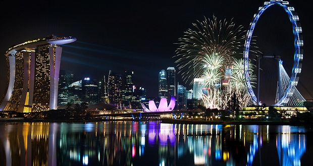 a glimpse of 2018 nye fireworks in singapore