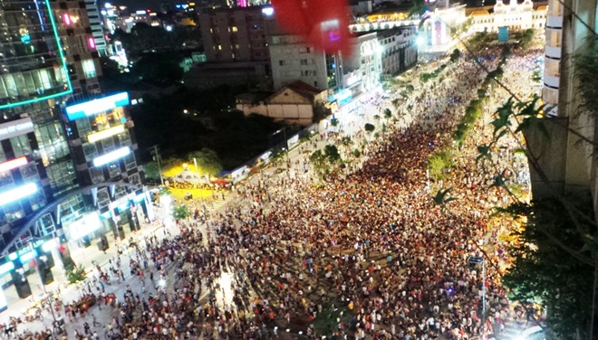 NYE countdown on Nguyen Hue Street