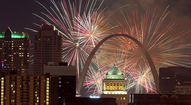 Flurry Touch To 2020 NYE Celebration In St Louis